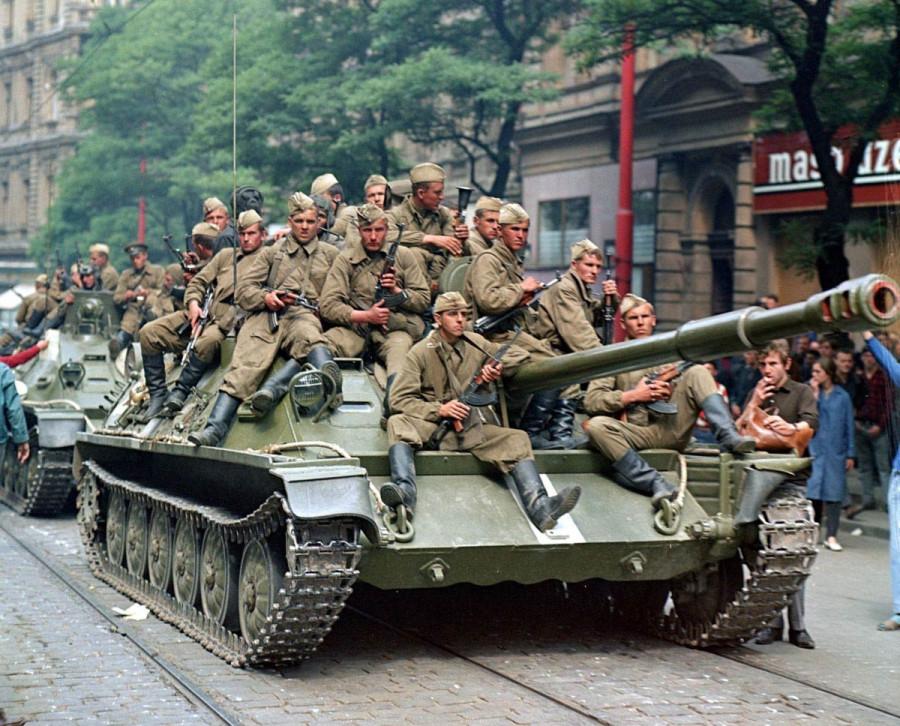 Советский показ армейской моды в Праге 1968 года