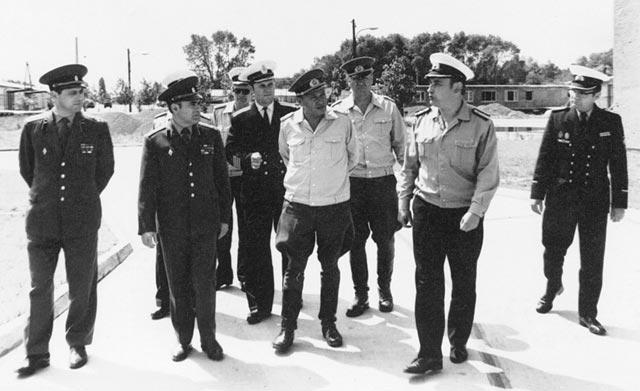 Русские и немецкие офицеры.