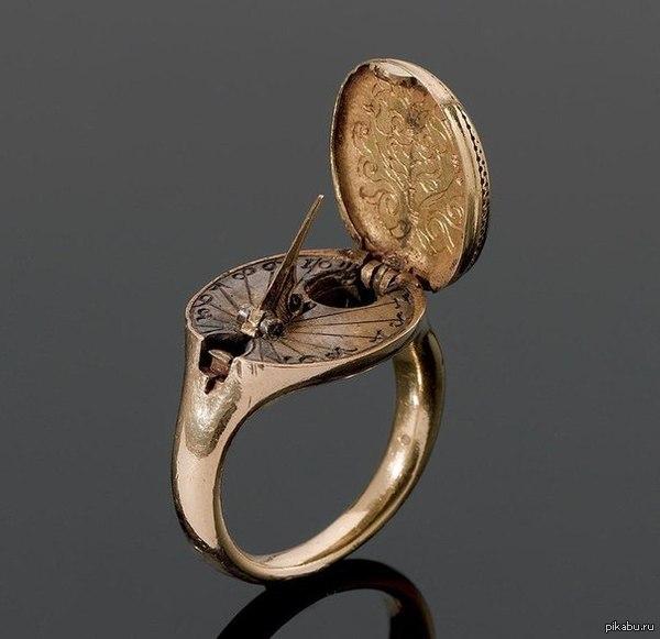 кольцо с солнечными часами и компасом