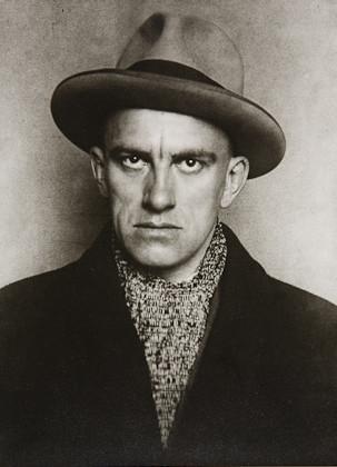 Rodchenko-Mayakovsky-1924-2