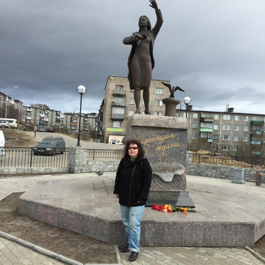 Памятник ждущей.JPG