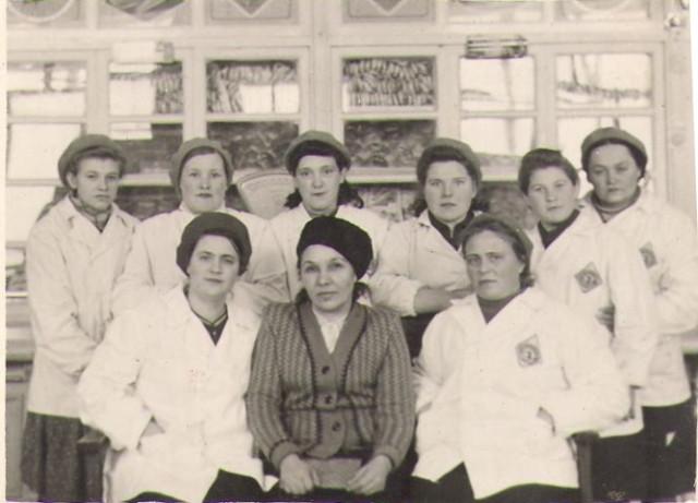 Прабабушка Нина с коллегами по работе
