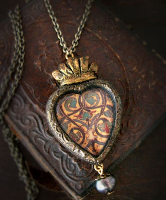 Aingeal - Sacred Heart Pictorial Necklace