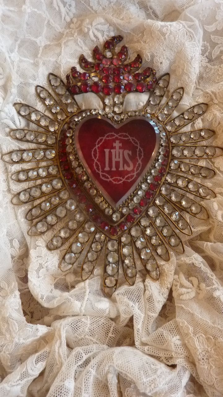 Large ex voto flaming sacred heart with paste stone religious