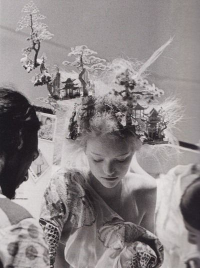 Gemma Ward backstage at Alexander McQueen SpringSummer 2005, photographed by Anne Deniau