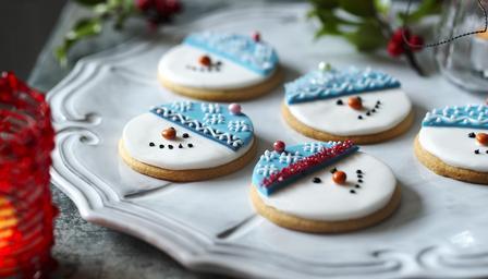 snow_man_biscuits_33998_16x9