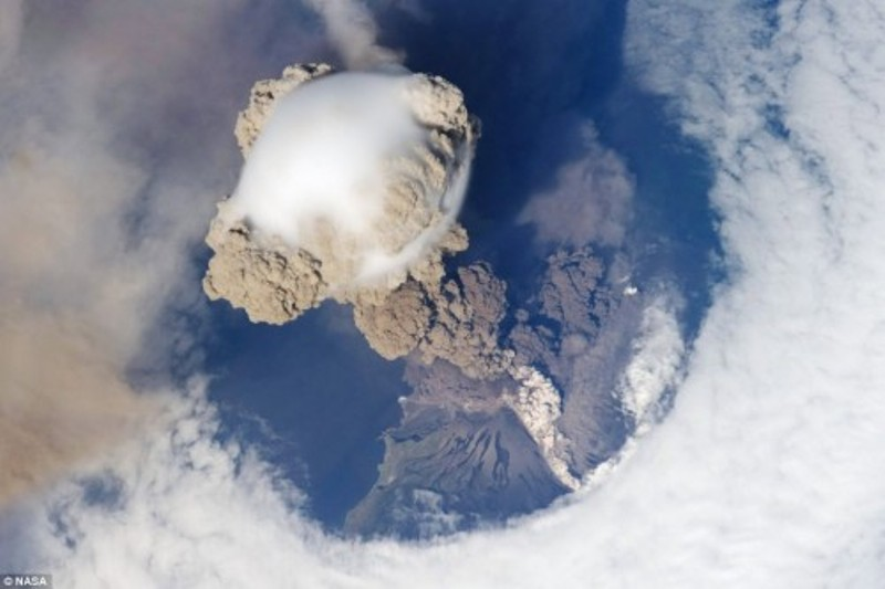 sarychev-peak-volcano-eruption-photographed-from-the-international-space-station-500x333