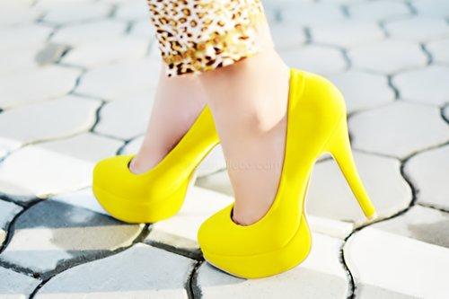 heels-legs-spring-yellow-Favim.com-490972