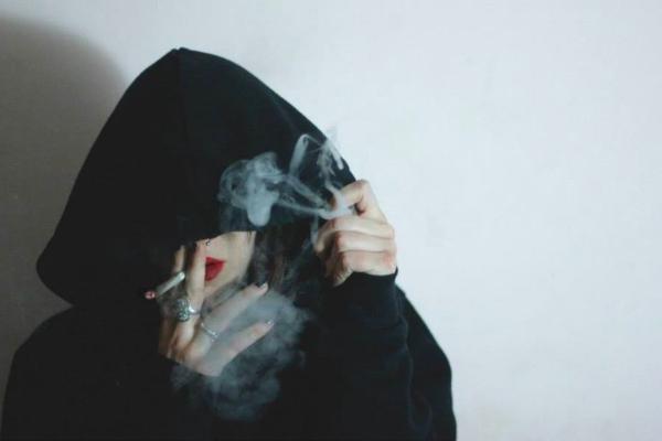 девушки курят кальян частное фото
