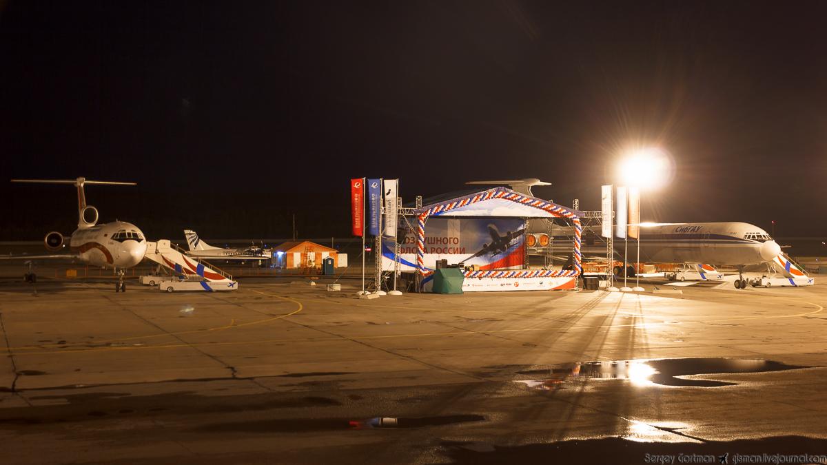 Ту-154 и Ил-62 на ночном перроне Емельяново