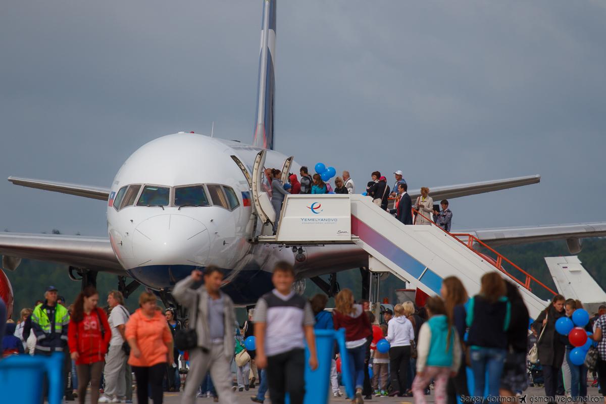 AzurAir Boeing 757