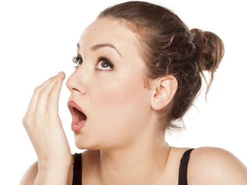 почему запах изо рта что делать