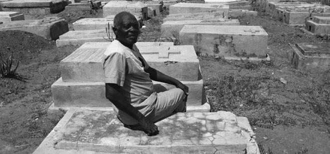 Нарцисс на месте, где он был похоронен в мае 1962 года на Гаити.