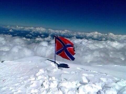 флаг новороссии на вершине эльбруса