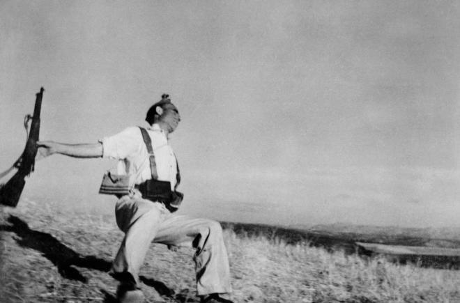 Роберт Капа. Смерть солдата-республиканца, 1936