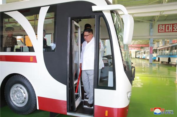 Троллейбус и трамвай нового типа из КНДР