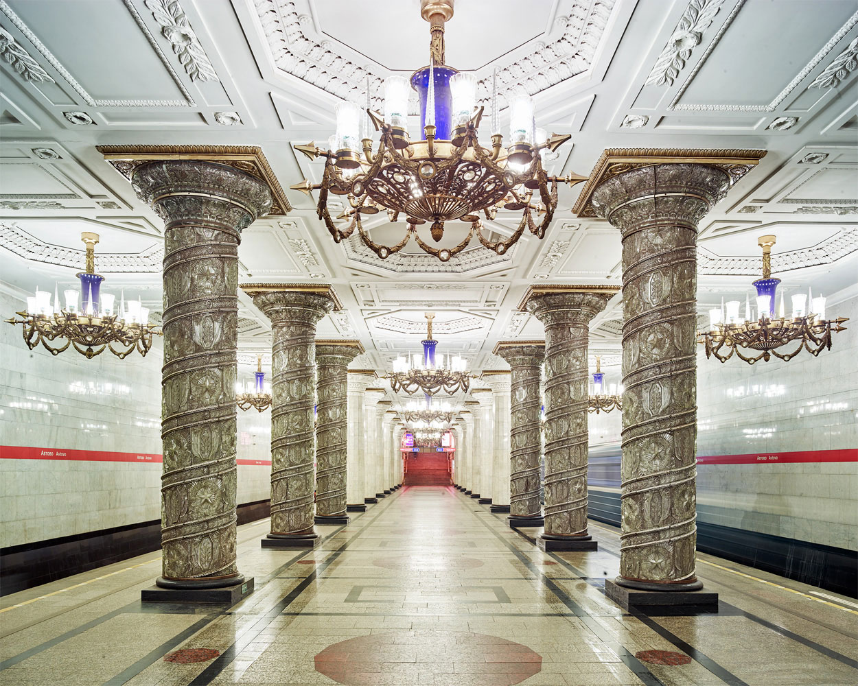 Потрясающей красоты столичные станции метро