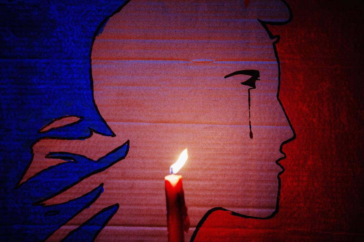 #PrayForParis. Всемирная скорбь и поддержка французскому народу
