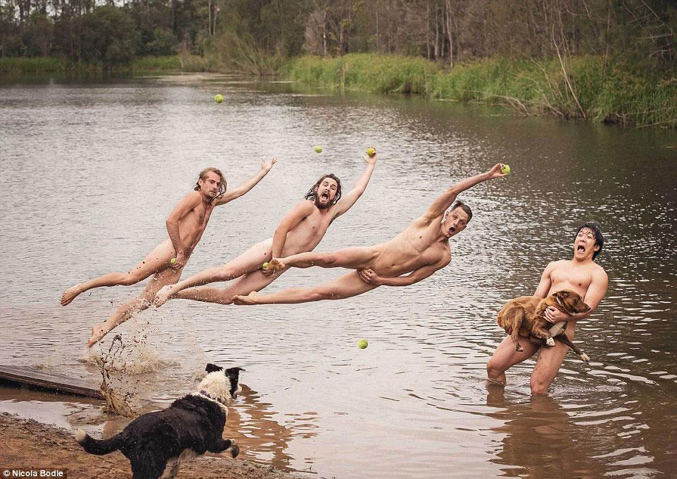 Голые австралийские студенты на благотворительном календаре