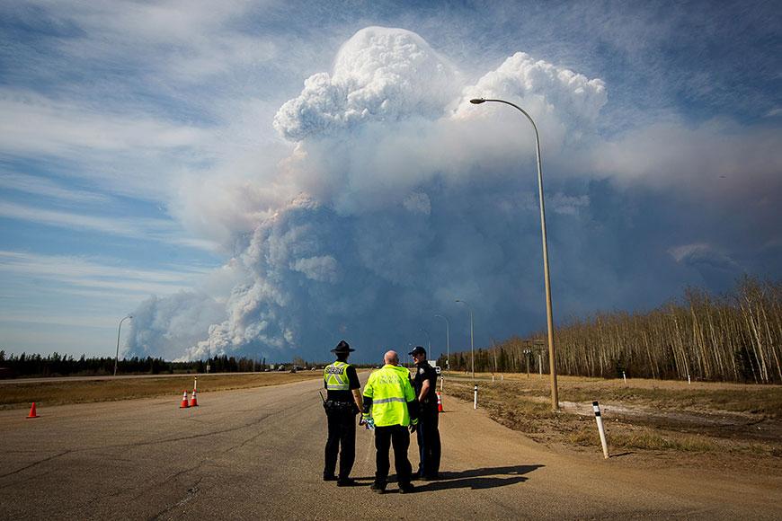 В канадской провинции Альберта пожаром уничтожен целый город