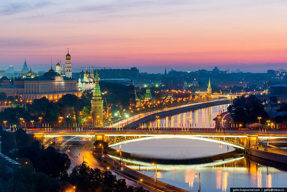 Кремлёвская набережная и Большой Каменный мост