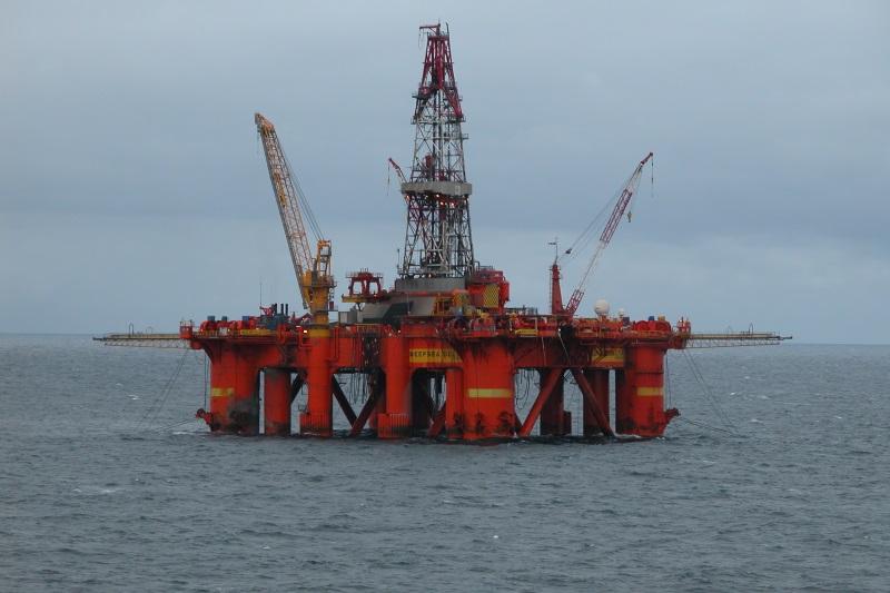 Shell-i-Siaures-jura-issiliejo-54-6-tukst.-galonu-naftos
