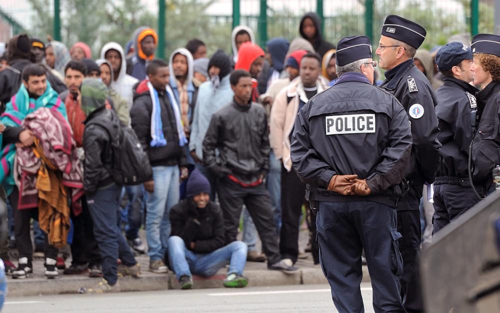 1421207708_france_migrants.jpg