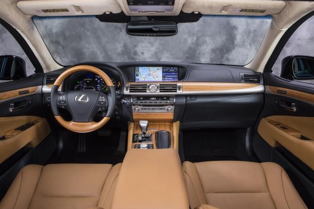 Lexus LS600h-1