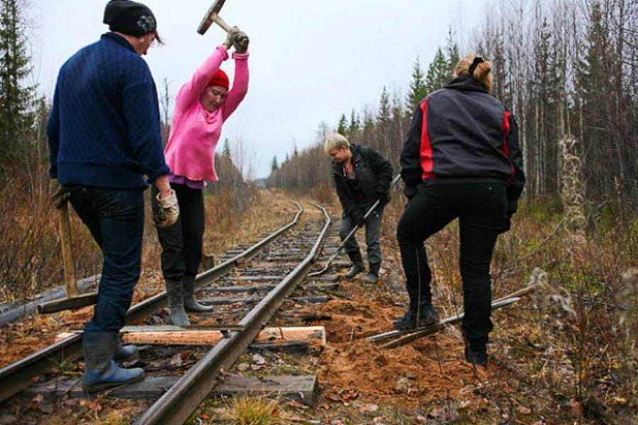мужик уложил троих железнодорожников длительное воздержание