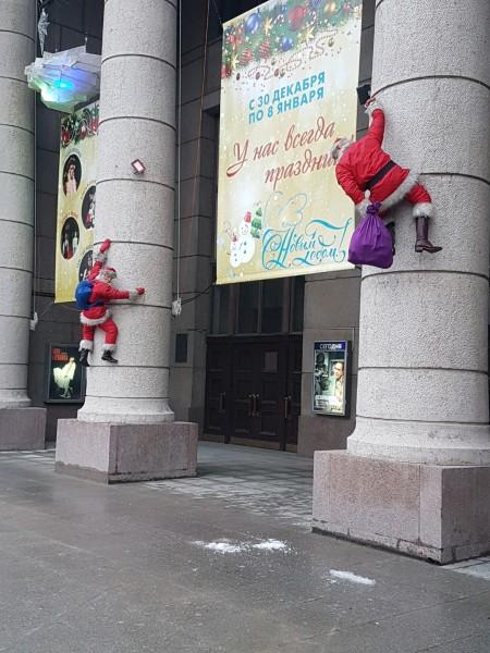 Дед морозов повесили