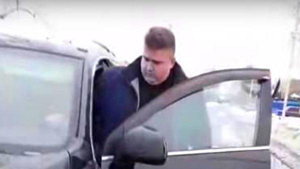 Под Брянском чиновник пригрозил женщине