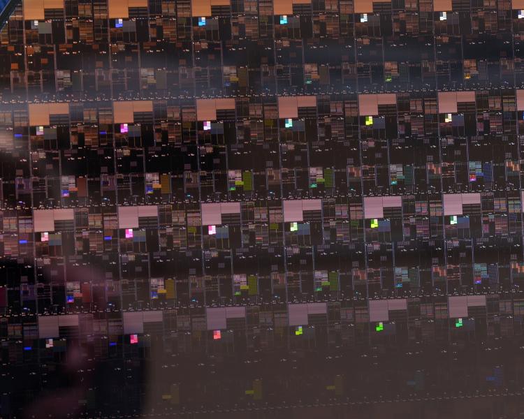 sm.IBM_Research_2_nm_Wafe__Close_up.750