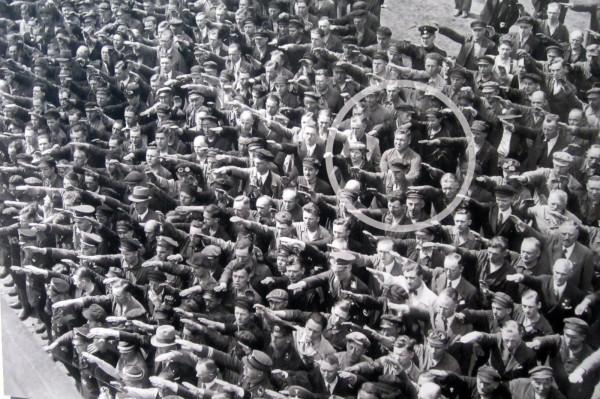 man-not-giving-hitler-salute