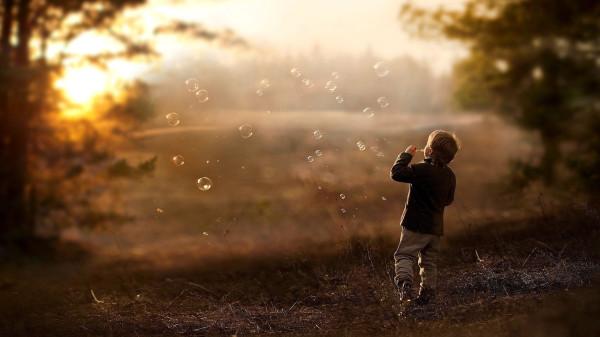 People___Children_The_boy_starts_soap_bubbles_107109_