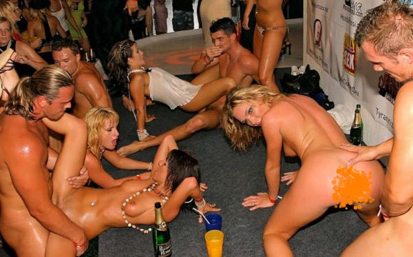 seks-partiya-seks-i-gulyanki-v-ibitse-russkie-porno