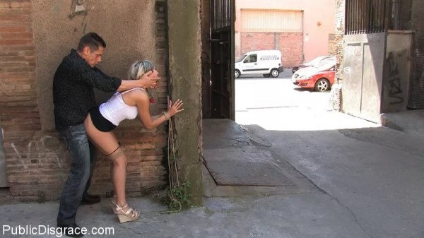 Секс в общественном месте фото порно