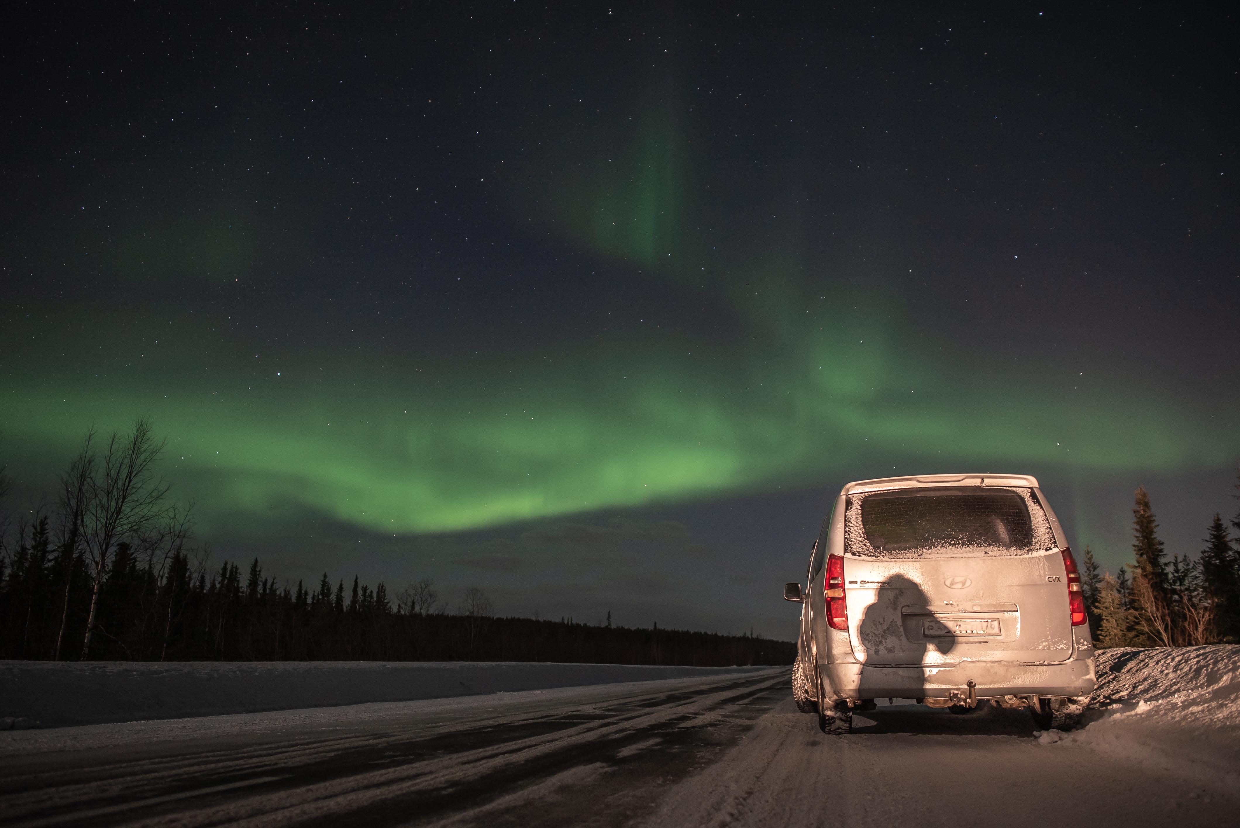 Найди на фото охотника за северным сиянием. Фото — Кирилл Шубин