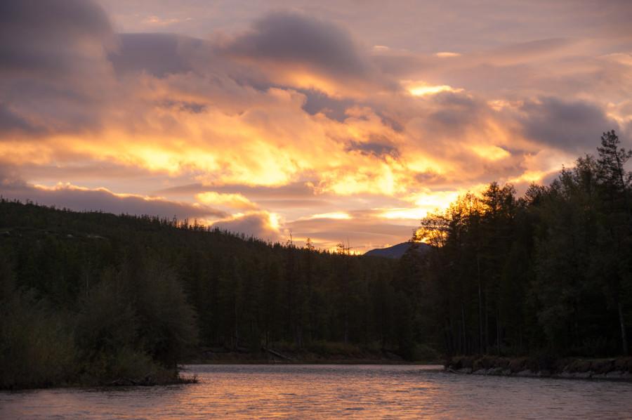 Закат на реке Яма