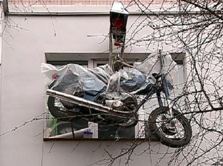 мотоцикл под окном