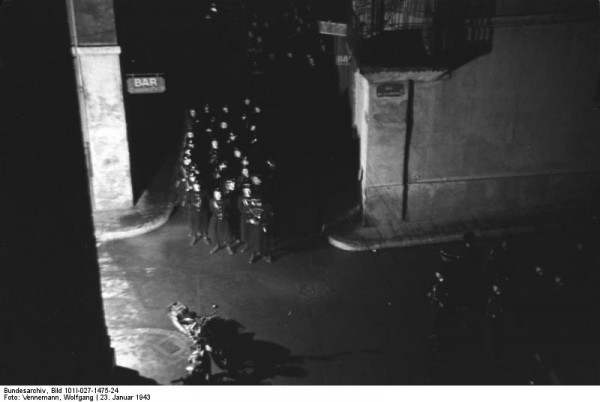 Bundesarchiv_Bild_101I-027-1475-24,_Marseille,_deutsch-französische_Besprechung