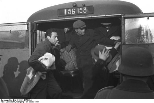 Bundesarchiv_Bild_101I-027-1476-29A,_Marseille,_Gare_d'Arenc._Deportation_von_Juden
