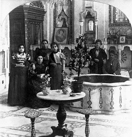 Jewish_family_in_Damascus,_1910 8