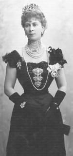 1901 Princess Mary wearing Surrey tiara