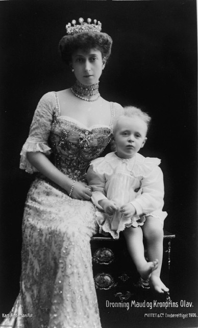 1906 Queen Maud and Crown Prince Olav of Norway