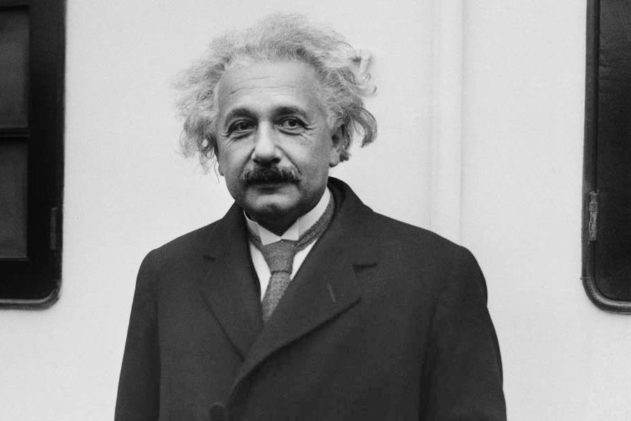 Эйнштейн 900.jpg