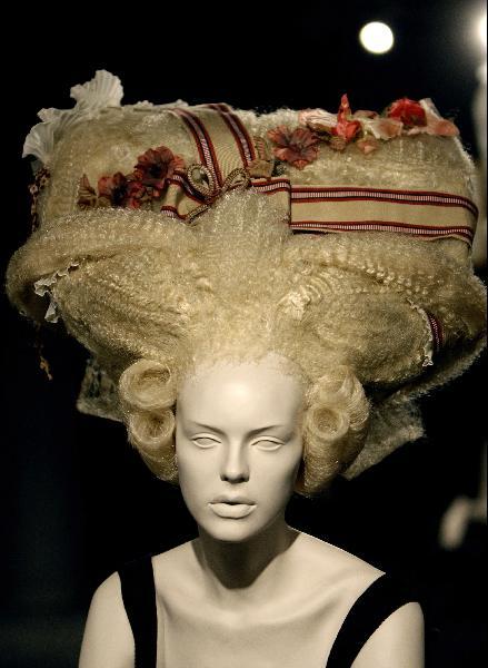 Стильные стрижки и прически на короткие волосы: фото