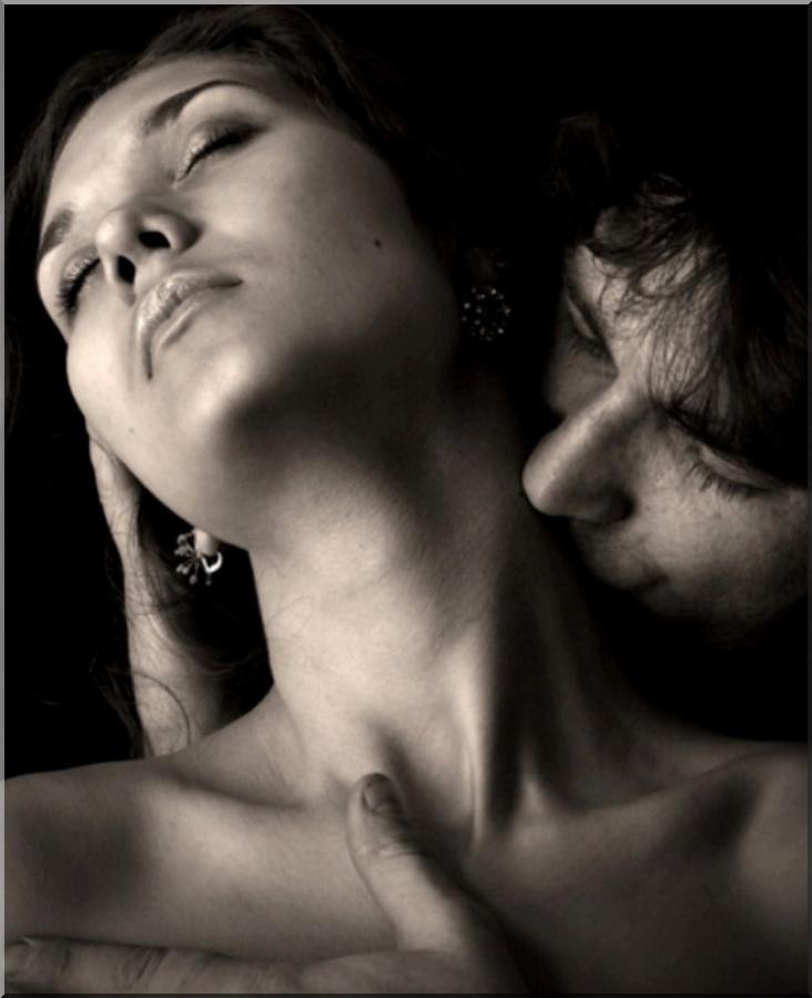 нежно целую твои нежные губы плавно спускаюсь к шеи и ниже к твоей груди голые бабы будут