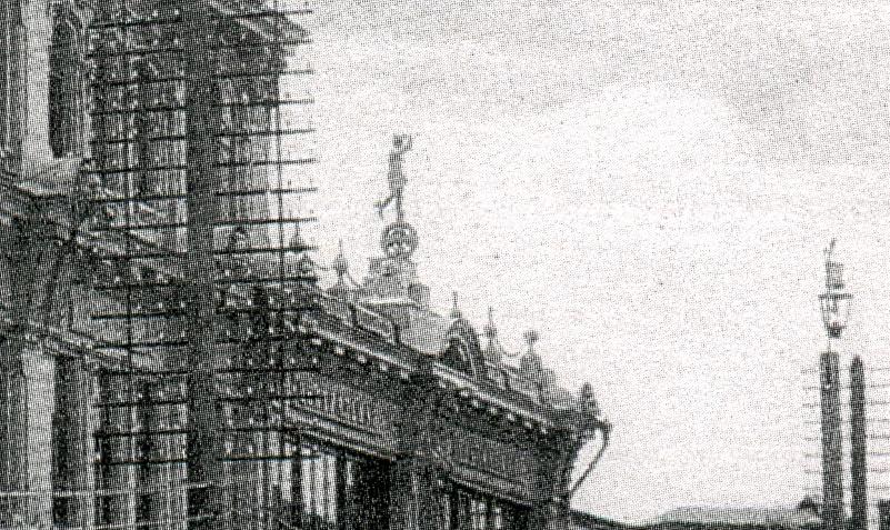 """Скульптура Гермеса на бывшей гостиницы """"Центральная"""""""
