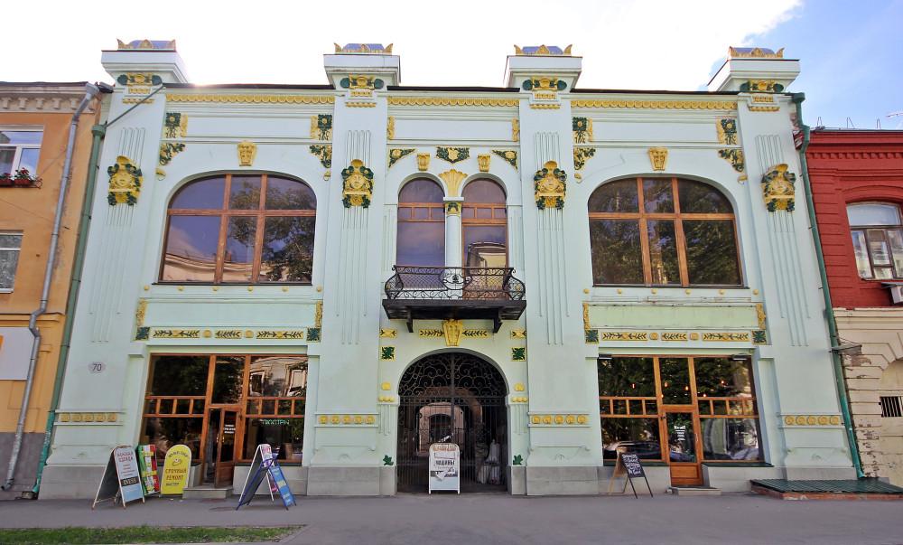 Бывший торговый дом Пермяковой на улице Молодогвардейской, 70. Архитектор Александр Зеленко. 1901 год.