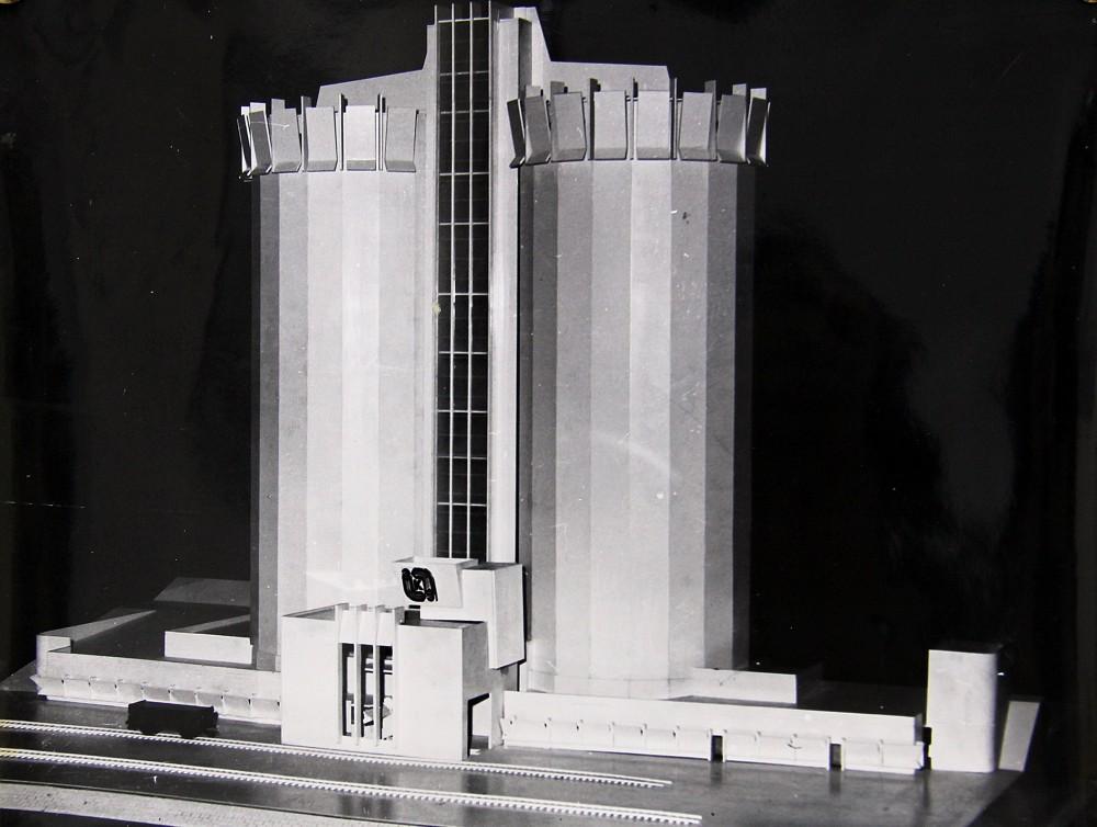 Макет реализованного варианта элеватора. Фото из семейного архива Смирновых